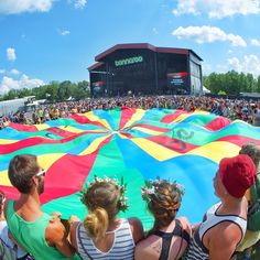 Who's in your Parachute crew? Tag em here! We're LIVE from @Bonnaroo on Red Bull TV! Click the link in our profile to watch deadmau5, Earth Wind & Fire, Alabama Shakes, Run The Jewels, Tears for Fears, and more. @camera_jesus #BonnarooLIVE
