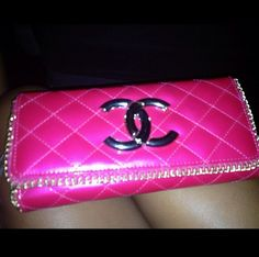 hot pink channel clutch ❤