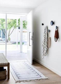 A white weatherboard home in tropical Byron Bay is a blissful oasis for a busy couple and their three young kids. In keeping with the home's coastal location, Sally has decorated with a fresh and simple palette of warm whites, neutral tones and natural timber throughout. #neutralhomedecor