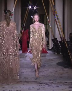 Gorgeous Embroidered Golden Sheath Evening Maxi Dress / Evening Gown with Off Shoulder Illusion, V-Neck Cut Illusion, Long Sleeves and V-Back Cut. Couture Spring Summer 2018 Collection Runway by Zuhair Murad High Fashion Dresses, Fashion Outfits, Wedding Suits For Bride, Rainbow Wedding Dress, Prom Dress Couture, Tango Dress, Haute Couture Fashion, Zuhair Murad, Beautiful Gowns