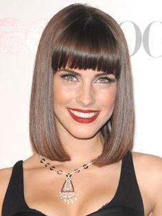 Sleek beautiful hair #brunette #makeup #redLips
