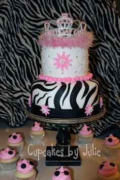 My cousin Colleen thinks would be cute for Camille's first Birthday cake ...LOVE IT
