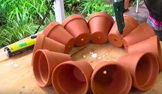 Ce jardinier réalise un véritable chef-d'œuvre avec des pots de fleurs. Une idée brillante et pratique