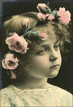 Drawing Of Girls With Flowers Hair 21 Trendy Ideas Vintage Abbildungen, Images Vintage, Photo Vintage, Vintage Girls, Vintage Roses, Vintage Pictures, Vintage Beauty, Vintage Postcards, Vintage Prints