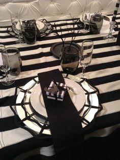 An Elegant Tim Burton themed Halloween Place setting (Halloween Table) Halloween Dinner, Halloween Table, Halloween Projects, Halloween House, Baby Halloween, Halloween Decorations, Halloween 2017, Halloween Halloween, Tim Burton