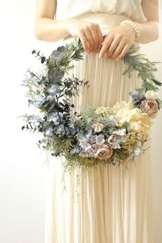 Original wreath for an unconventional boho wedding .- Original wreath for an unconventional boho wedding. Un originale bouque… Original wreath for an unconventional boho wedding. An original bouquet a for an unconventional style wedding - Bride Bouquets, Bridesmaid Bouquet, Bridesmaids, Pink Bouquet, Bouquet Wedding, Wedding Wreaths, Wedding Decorations, Decor Wedding, Wedding Ideas