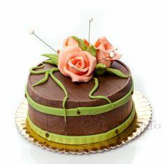 Trandafiri din martipan si un decor rustic Decor Rustic, Cake, Desserts, Food, Pie Cake, Tailgate Desserts, Pastel, Postres, Cakes