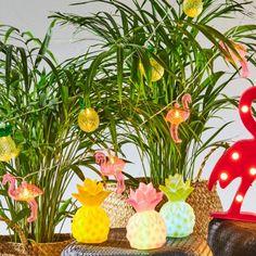 Guirlande électrique flamants roses, longueur 2 m. <br>10 leds, PVC.<br>Dimensions ananas : 8x10 cm. <br>Fonctionne sur secteur, câble 1 m.