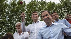 France. Les ministres Arnaud Montebourg et Benoît Hamon à la Fête de la rose de Frangy-en-Bresse (Saône-et-Loire), le 24 août 2014. | Jeff Pachoud / Afp