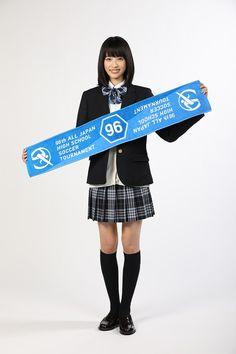 (画像9/11)高橋ひかる、堀北真希・新垣結衣らに続く「高校サッカー応援マネージャー」就任 School Fashion, Girl Fashion, Cute School Uniforms, Japanese School Uniform, Leg Thigh, Teacher Style, Japanese Models, Beautiful Asian Girls, High School