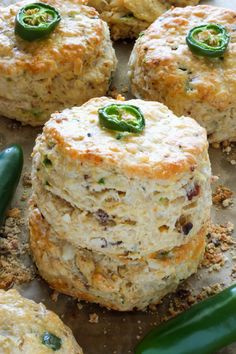 Bacon, Pepper Jack, and Jalapeno Scones are so flaky and flavorful! One of our favorite savory scone recipes. Serve for breakfast or with dinner! Breakfast And Brunch, Breakfast Recipes, Scone Recipes, Best Scone Recipe, Savory Scones, Little Lunch, Snacks Für Party, Food And Drink, Cooking Recipes