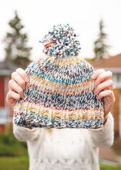 Easy Beginner Knit Toque with free pattern // www.thelovelythings.com