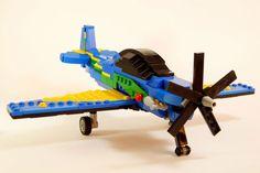O Super Tucano de Lego precisa de 10 mil votos para ser produzido em série (FAB)