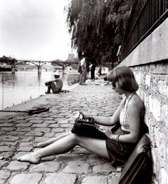 Typist Square du Vert-Galant Paris 1947 - photo by Robert Doisneau