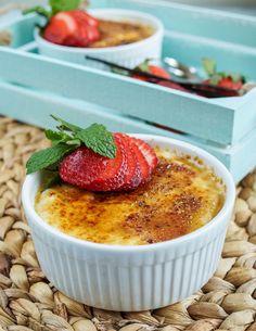 Strawberry Vanilla Yogurt Brûlée #strawberries #strawberry #vanilla #vanillabean #yogurt #cremebrulee #breakfast #dessert
