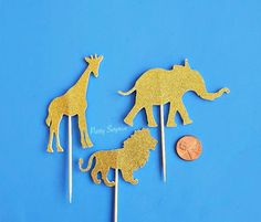 Safari Cupcake Toppers Gold Glitter Giraffe Elephant Lion Toppers Giraffe Cake Topper Jungle Zoo Animal Party Decor Gold Glitter Safari by PartySurprise on Etsy Pastel Balloons, Confetti Balloons, Balloon Garland, Foil Balloons, Glitter Cards, Gold Glitter, Safari Party Decorations, Zoo Animal Party, Safari Cupcakes