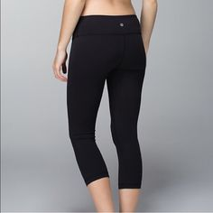 Lulu Wunder Under Crop The coveted Wunder Under crops in black. Size 10. Too big for me now. No pilling. Smoke free pet free home. ⚡️ lululemon athletica Pants Leggings