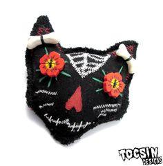 Sugar Skull Cat brooch  calavera cat   black cat  by TocsinDesigns, $14.99 #sugarskull #dayofthedead #cat #halloweenartistbazaar