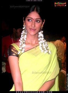 Actor Ileana D'cruz in South Indian  #Saree & #Flower Jewelry Ensemble