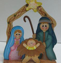 Sagrada Familia em Madeira, pintada á mão. As peças são todas com encaixes, para melhor arrumação. Med. Aprox: 22x18x8