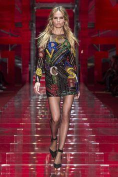 Look 52 - #Versace Women's Fall/Winter 2015-16 fashion show. #VersaceWomenswear #GREEK