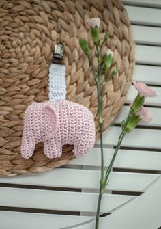 Handmade and beautiful: Elephant carriage toy. Crochet Elephant Pattern, Owl Crochet Patterns, Amigurumi Patterns, Knitting Patterns, Crochet Baby Mobiles, Crochet Baby Toys, Baby Knitting, Free Crochet, Stuffed Animal Patterns