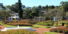Nos meses de primavera, é possível acompanhar o desabrochar dos enormes campos de flores do Rosedal em Buenos Aires
