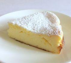 torta_ricotta Ingredienti per uno stampo da 20 cm.300 gr. di ricotta freschissima (io ho usato quella vaccina)100 gr. di zucchero3 uova2 cucchiai di fecola (circa 25 gr.)succo e scorza di 1 limone (bio sarebbe meglio)zucchero a velo q.b per decorarePreparazione: Ricotta Cheesecake, Ricotta Cake, Cake Cookies, Cupcake Cakes, Almond Paste Cookies, Sweets Recipes, Cooking Recipes, Cocktail Desserts, Torte Cake