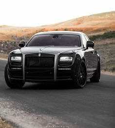 This is the type of cars that I will love to see in Montreal streets. It's Rolls royce cars. Auto Rolls Royce, Bentley Rolls Royce, Rolls Royce Motor Cars, Bentley Mulsanne, Rolls Royce Phantom, Engin, Best Classic Cars, Future Car, Amazing Cars
