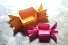 This origami candy dish is folded by using a single square sheet of origami paper... so cute! I really want to have a go, looks pretty easy...