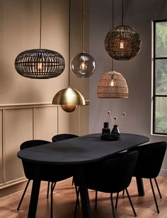 Modern Kitchen Tables, Kitchen Dinning Room, Dining Room Design, Bohemian Living Rooms, Living Room Decor, Luxury Dining Room, Piece A Vivre, Round Dining Table, Apartment Living