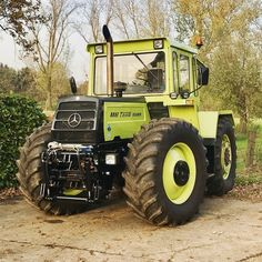 Ifa. ..... Mb Truck, Huge Truck, Yard Tractors, Crop Farming, Tractor Attachments, Classic Tractor, Heavy Machinery, Rubber Tires, Mechanical Engineering