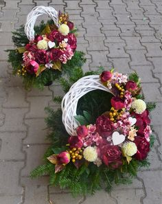 Modern Floral Arrangements, Flower Arrangements, Christmas Centerpieces, Christmas Decorations, Bouquet Holder, Casket Sprays, Grave Decorations, Flowers For You, Funeral Flowers