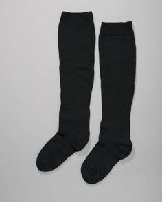 Handgebreide zwarte wollen dameskousen in tricotsteek en boordsteek. #Cadzand
