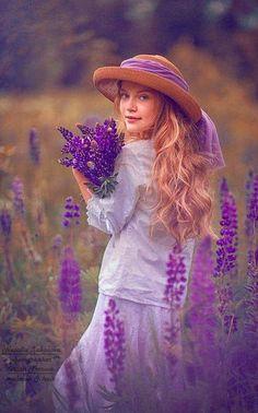 Pure purple Natalia Zakonova Photography Isn& it stunning! Lavender Cottage, Lavender Blue, Lavender Fields, Lavender Flowers, Love Flowers, Purple Flowers, Provence Lavender, Holding Flowers, Purple Love
