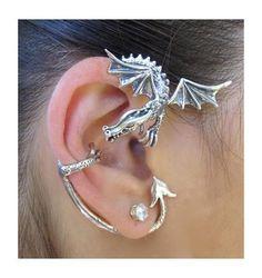 Diese massive Sterling-silber, Guardian Dragon Ohr wickeln gehört zu Martys auffälligste Drachen Ohr Stück. Es ist den meisten davon ist master und wacht thront oben auf das Ohr. Er umfließt der Rückseite des Ohrs mit einer Kralle am Rand des Ohres für Sicherheit. Diese Ohr-Verpackung ist für den linken oder rechten Ohr zur Verfügung. Bitte lassen Sie uns wissen Sie welche Sie es tragen am möchten Ohr. Wenn Sie nicht Ihre Ohr-Präferenz angeben, versenden wir die richtige Version. (Diamond…