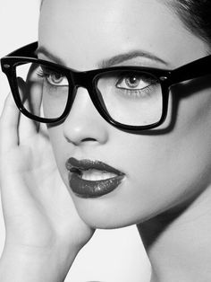 Sexy Geek ♥~(ಠ_ರೃ) Très Belle Femme ღ♥♥ღ Sexy!!!