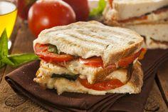 Préparez vous un délicieux panini jambon mozzarella style bistro, mais à la maison... humm