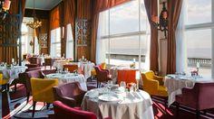 3. Le Grand Hôtel de Cabourg : Il est l'un des hôtels les plus mythiques de la côte normande. Construit en 1907, le Grand Hôtel fut, dès ses débuts, fréquenté par un jeune Marcel Proust. Les travaux de rénovation, engagés en 2009 et terminés en 2011, ont préservé le prestige et le style de l'hôtel. Un spa y ouvrira bientôt ses portes. Chambre à partir de 146€.