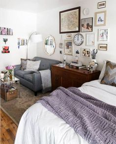 Next up in my best of series are studio apartments. I always love studio apartments because I feel that people are most creative in small spaces. Here are my favourite studio apartments of bri Studio Apartment Organization, Studio Apartment Layout, Studio Layout, Apartment Ideas, Cozy Apartment, Studio Design, Apartment Interior, Studio Apartment Living, Couples Apartment
