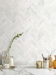 White Kitchen - The facts reveal that kitchen backsplash isn't something which crucial. But, there are many individuals that are searching for kitchen backsplash decor ideas. Mosaic Bathroom, Mosaic Backsplash, Marble Mosaic, Backsplash Ideas, Chevron Bathroom, Marble Look Tile, Vanity Backsplash, Gold Marble, Master Bathroom