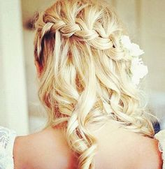 Love this hairdo for a wedding!