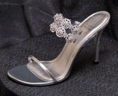 Diamond Dream Stilettos - Stuart Weitzman >> 10 Of The Most Expensive Shoes in the World In 2015 Stilettos, Stiletto Heels, Shoes Heels, High Heels, Strappy Heels, Gorgeous Heels, Beautiful Shoes, Stuart Weitzman, Most Expensive Shoes