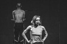 """Αντωνία Οικονόμου: «Η σκηνή είναι ένα μέσο για να εξωτερικεύσω τις εικόνες που έχω στο μυαλό μου» (video) – Η χορο-ωδή """"Pieta"""" στο Θέατρο Ροές"""