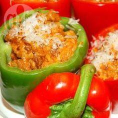 Met bolognese saus gevulde paprika @ allrecipes.nl