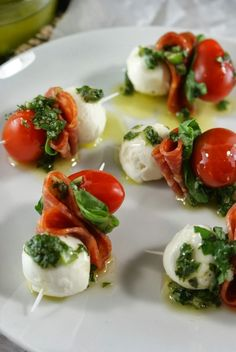 Use GF pepperoni! Authentic Suburban Gourmet: Pepperoni Caprese Bites with Basil VinaigretteFresh , light , festive coloured party or pre dinner canapes for Christmas. Authentic Suburban Gourmet: Pepperoni Caprese Bites with Basil VinaigrettePepperon Cooking Recipes, Healthy Recipes, Skillet Recipes, Cooking Tools, Healthy Foods, Vegetarian Recipes, Snacks Für Party, Tapas Party, Party Nibbles