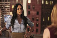 Meghan Markle may've left 'Suits' behind, but the show still mentioned her character, Rachel Zane, during its season-eight premiere last night. # professional Hairstyles lawyer Meghan Markle Was Very Much a Part of the Suits Season 8 Premiere Meghan Markle Stil, Meghan Markle Shows, Estilo Meghan Markle, Rachel Zane Outfits, Suits Rachel, Suits Usa, Mens Suits, Suits Women, Elizabeth Ii