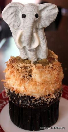 Animal Kingdom- White Chocolate Elephant cupcake- making me so hungry