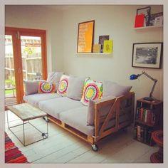 60 Stunning DIY Projects Pallet Sofa Design Ideas – Home Design Diy Sofa, Diy Pallet Sofa, Diy Pallet Projects, Pallet Furniture, Furniture Ideas, Pallet Ideas, Garden Furniture, Pallet Bank, Reclaimed Furniture