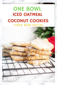 It's never to early to start Christmas baking right? Actually it doesn't have to be Christmas to make these iced oatmeal coconut cookies. These easy cookies are made with just one bowl, but still give you the best, easiest cookie ever! Good Desserts To Make, Easy Desserts, Delicious Desserts, Dessert Recipes, Bar Recipes, Candy Recipes, Drink Recipes, Yummy Treats, Sweet Treats